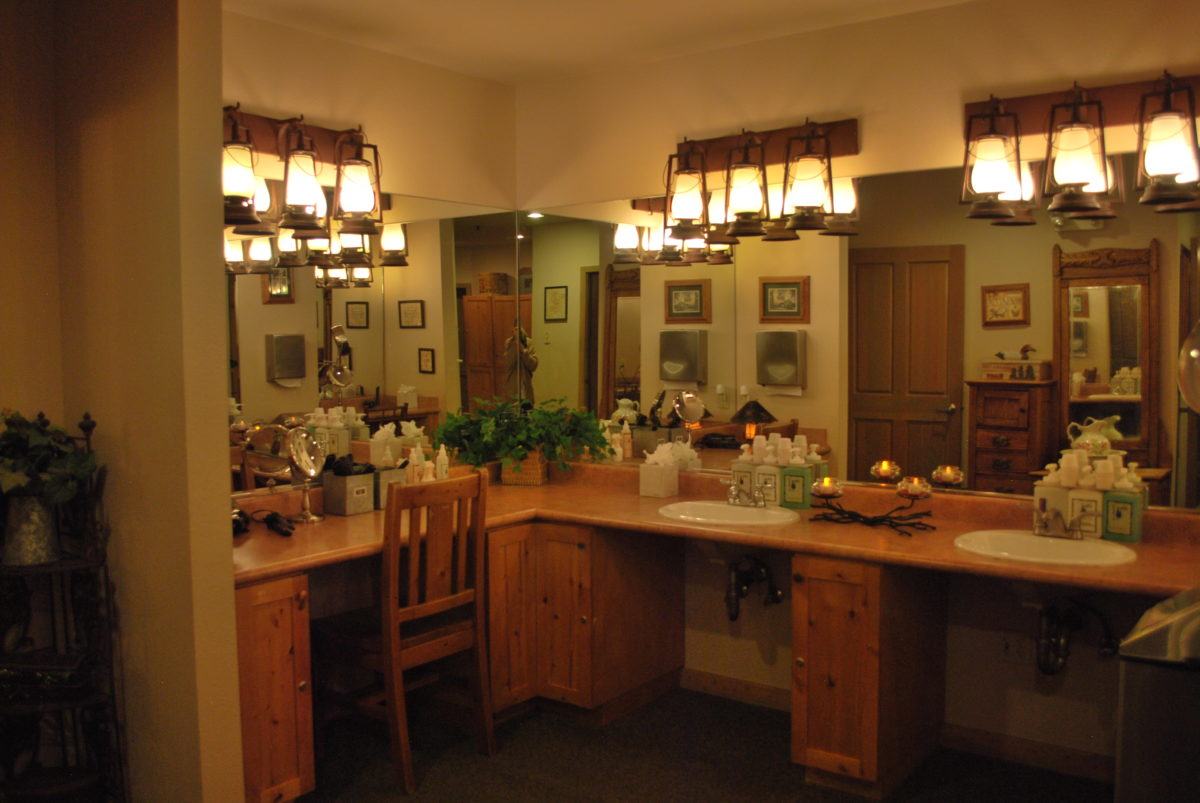 An image of the sinks and mirrors in the locker room at the Creekside Spa in June Lake, California